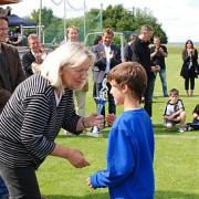Trauer um Ulla Haussmann - Bild 1 - Datum: 21.05.2012 - Tags: Besonderes, Ulla Haußmann Gedächtnispreis, AKTION FUSSBALLTAG e.V.