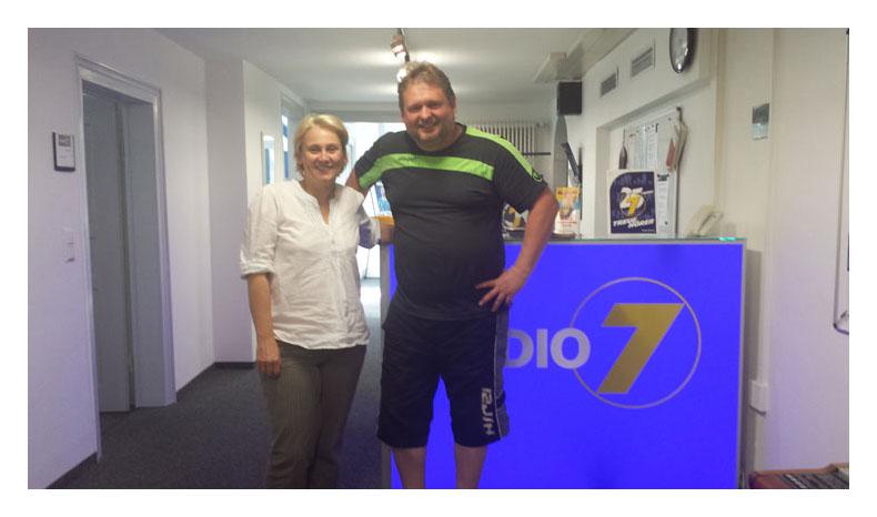 Interview mit Radio7 Studioleiterin Michaela Struhalla am 06062014 - Bild 1 - Datum: 09.06.2014 - Tags: Pressebericht, Radio 7, AKTION FUSSBALLTAG e.V.