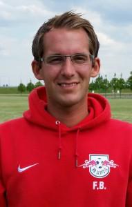 Fabian Blecher - Bild 1 - Datum: 15.07.2015 - Tags: Trainer, AKTION FUSSBALLTAG e.V.