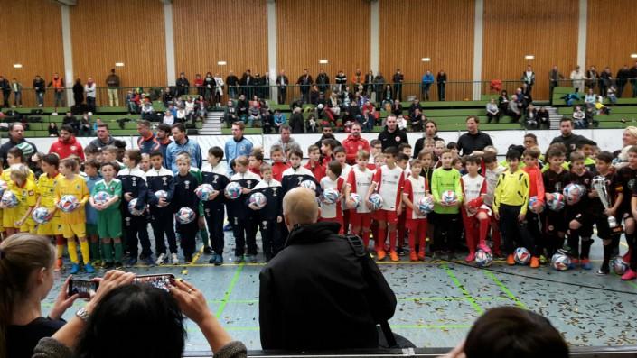 U11 Super Cup in Schwaebisch Gmuend am 16 und 17012016 - Bild 15 - Datum: 16.01.2016 - Tags: Fußballtag, Schwäbisch Gmünd, U11 Super Cup, AKTION FUSSBALLTAG e.V.