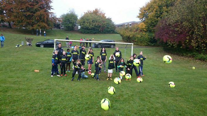 KaercherFussballtag am 24102016 im SOSKinderdorf Luetjenburg - Bild 9 - Datum: 24.10.2016 - Tags: Fußballtag, Kärcher, AKTION FUSSBALLTAG e.V.