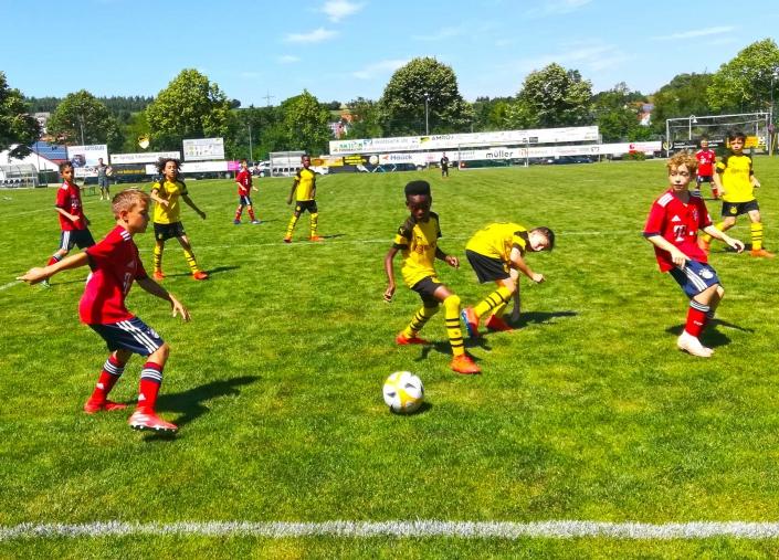 Humanus Bundesliga Jugendcup am 2706 und 28062020 in Ederheim bei Noerdlingen - Bild 10 - Datum: 31.07.2019 - Tags: Bundesliga Jugendcup, Fußballtag, Humanus, AKTION FUSSBALLTAG e.V.